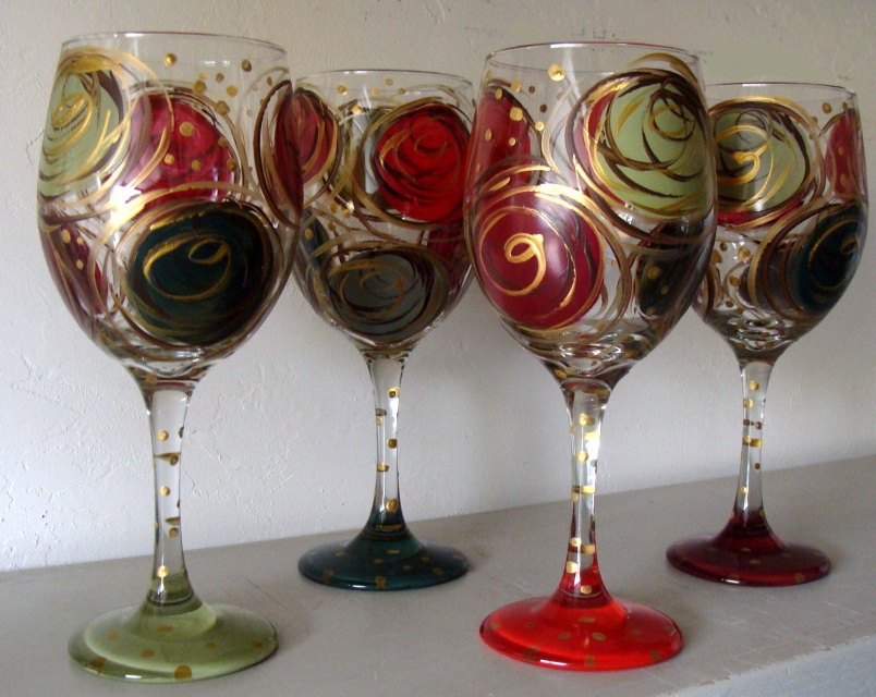 christmas picture art ideas - Wine Glasses Hand Painted Christmas Swirl